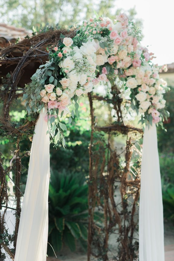 Hummingbird-Nest-Ranch-Blush-White-Summer-Wedding-0